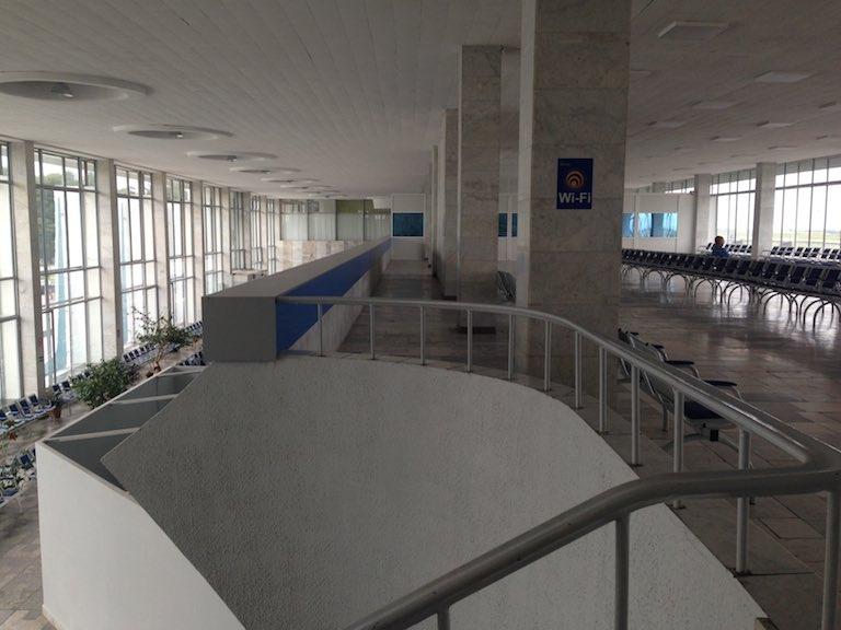 На аэровокзале Гомеля тихо и по домашнему уютно.